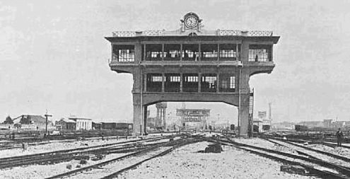 Центральный вокзал Милана. Кабины управления на железнодорожном пути, в сортировочном дворе